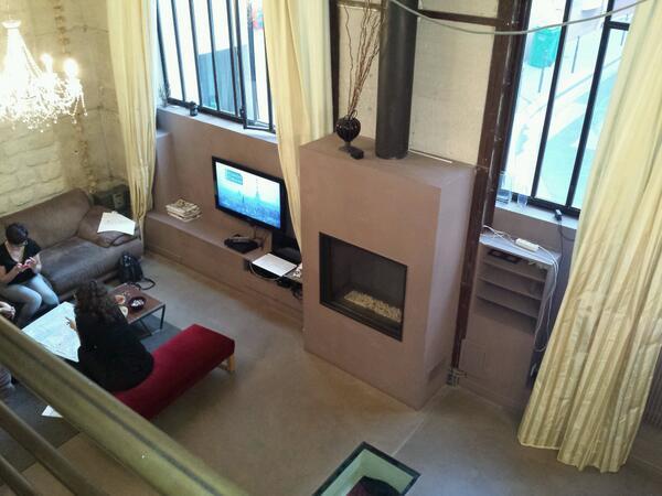 Dans un bel appartement parisien pour la soirée #estory  avec des jolies choses et des chouettes filles ! http://t.co/8DmMx9tDNS