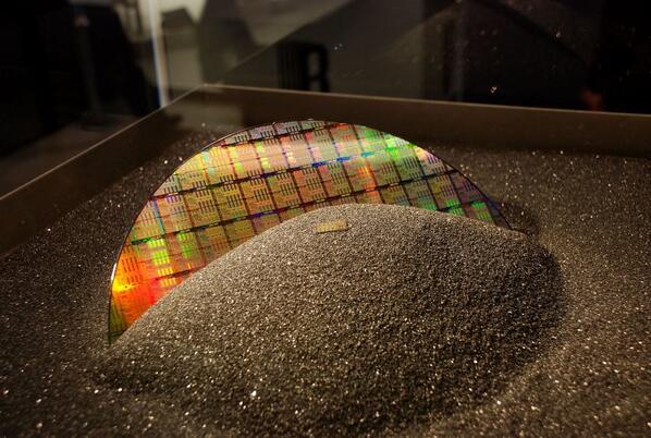 ¿Fin de la era del silicio? Samsung logra fabricar grafeno a escala industrial http://t.co/NRyx4aC99Z http://t.co/FVwwkMaSo8