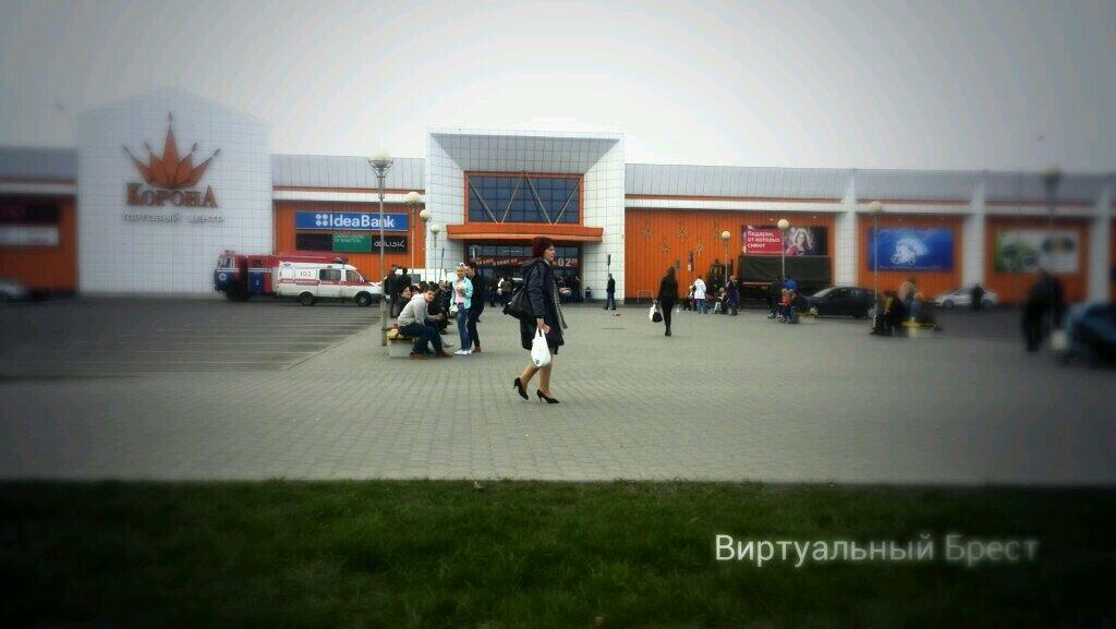Поступил сигнал о минировании гипермаркета Корона. Посетителей эвакуировали