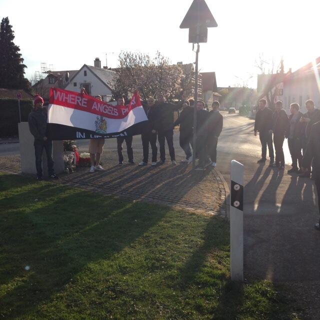 Bumped into some of our  #ManchesterUnited fans at the Munich Memorial site. #Respect http://t.co/IMvks3BP09