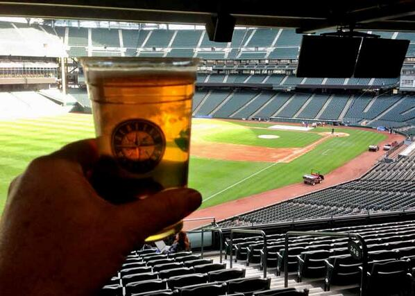 Headed to #Mariners home opener tonite? Here's the lineup of craft beers at #SafecoField http://t.co/ARpP76QHHK http://t.co/AjKA2mJnVB