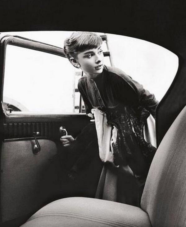 """For attractive lips, speak words of kindness. For lovely eyes, seek out the good in people. #AudreyHepburn http://t.co/xU4s92F50G"