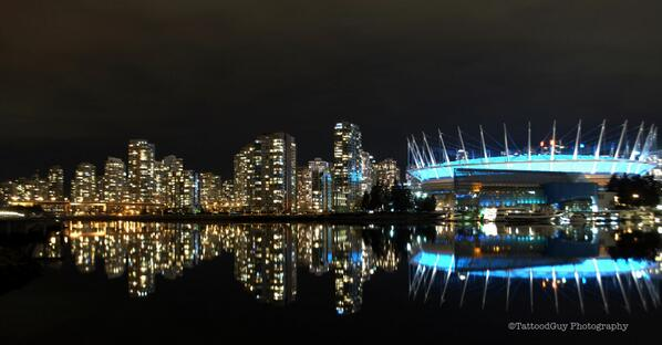 A night to reflect in #Vancouver PIC http://t.co/lcgqgs83pZ http://t.co/H1Qh6o1ZUL