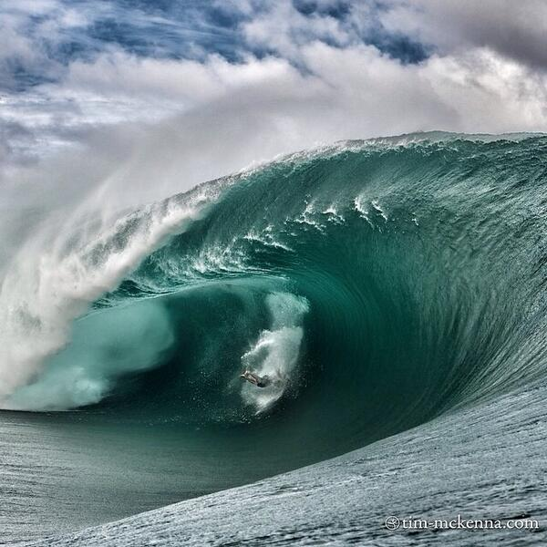 """@waterinstinct1: Good morning Teahupoo http://t.co/2uFXZuhbzS"" 絶対に巻かれたくない(-_-)ww"