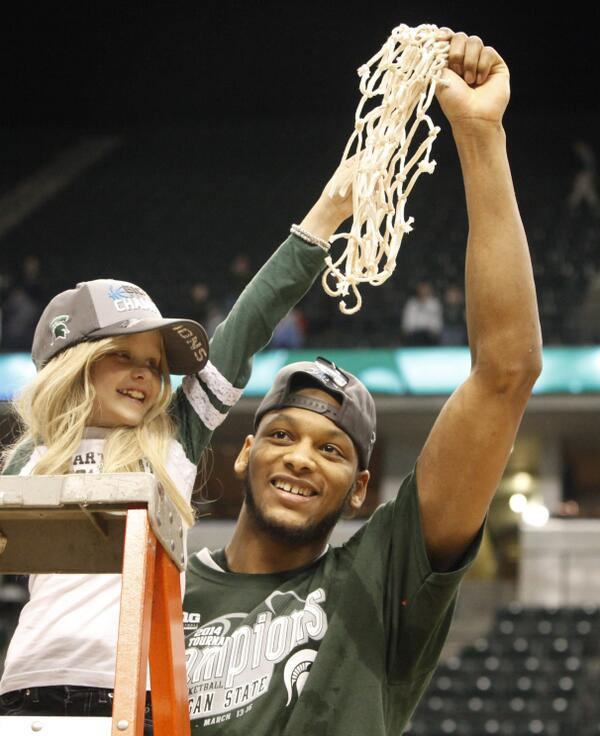 RIP Lacey Holsworth @adorablelacey, 8, who inspired @Adreian_Payne & so many more. / @freep #archives @freepsports http://t.co/JaOzIm6oVD