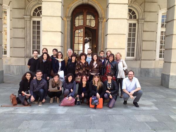 La foto di classe di #comunicateatro #akropolis2014 a Villa Bombrini. Pausa pranzo! http://t.co/pe4tdpMuXQ
