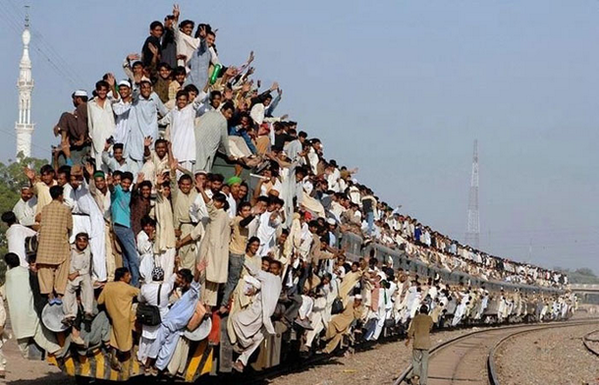 Next time you complain about public transport, remember this pic! ;) #rail #travel #india http://t.co/OAAmWvybEz