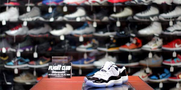 "463486f5829a "" flightclub  Jordan 11 Low (GS)   Concord. pic.twitter.com 1QUtFeFAI8""y all  got em in Kids already"