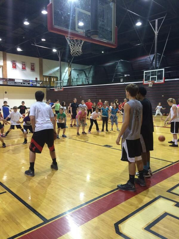 The current @DawgsBball and @Lady_Dawgs are training the next generation of Dawgs! #125strong