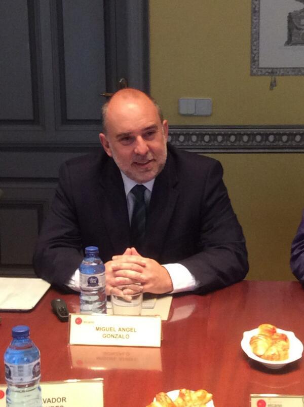 Empezamos #elcanotalks con un lujo de invitado: @miguelgonzalo. Hablamos sobre #transparencia en las instituciones. http://t.co/Db9KND8smy
