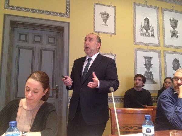 """""""@Estrella_Rafa: @miguelgonzalo """"el cliente del funcionario no es su jefe, sino los ciudadanos"""" #elcanotalks http://t.co/WwnkgWu2uA""""."""