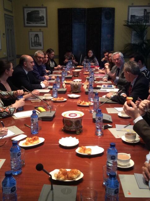 """""""@rielcano: Nuestro Director @CharlesTPowell abría la nueva edición de #elcanotalks. Hablamos con @miguelgonzalo. http://t.co/DJFMWvOSM4"""""""