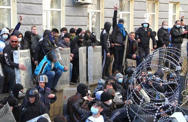"""Донецкие сепаратисты уже нападают на своих: ночью """"раскольники"""" пытались """"взять"""" Донецкую ОГА - Цензор.НЕТ 2646"""