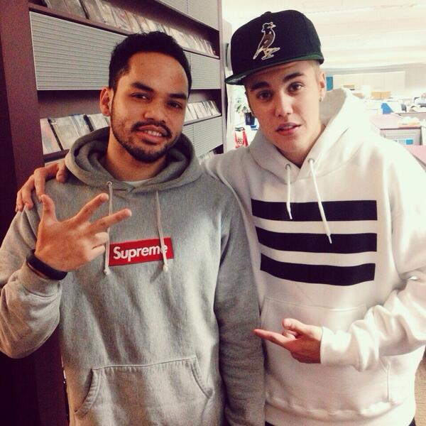 Surprise visit from Justin Bieber!!  ジャスティンビーバー がスタジオに遊びに来た!! #本物 #JustinBieber #NiceGuy http://t.co/47TOJjCpex