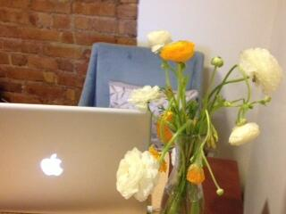 #Spring flowers on my desk are making it easier to get started today! #dayinthelife @TheBachParty. http://t.co/4Hbn6lCkDQ