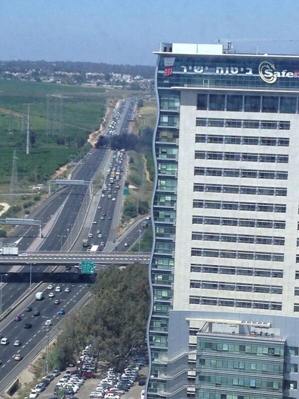 המלצה חמה: אל תכנסו לכביש 4 בשעה הקרובה. http://t.co/wOcWZLkKR9