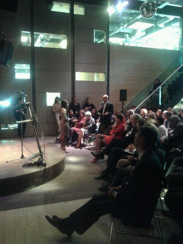 We willen iedereen bedanken voor hun aanwezigheid! Ook @Herman_Wijffels voor zijn bijdrage! #connectedsociety http://t.co/mzYqxRj8aC