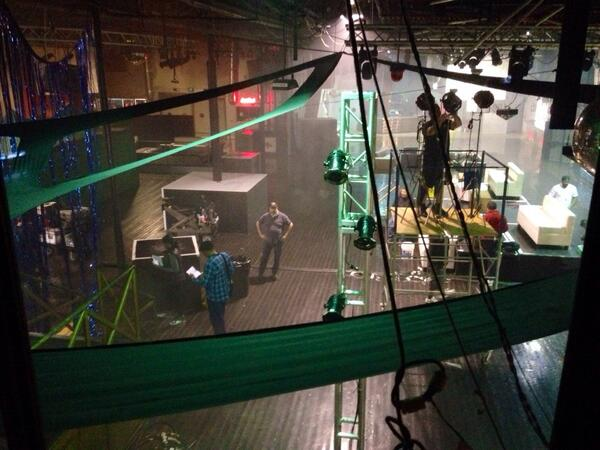 """6x20 """"THAT 70's SHOW"""" post-ep BTS pics & tweets - Page 2 Bl12eQ2IUAAyYKH"""