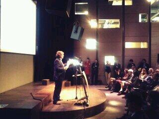 #connectedsociety  Nico Baken roept aanwezigen op te verbinden http://t.co/FTTXKpW1le http://t.co/TSqzRWcXrb