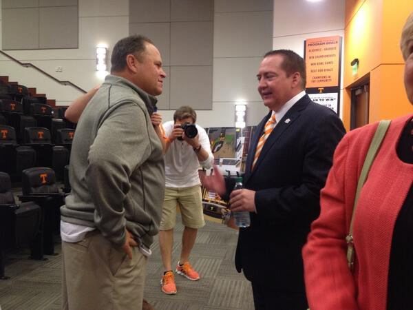 Here's @UTCoachTyndall meeting @DaveSerranoUT of @vol_baseball http://t.co/QF4N0PU4hX