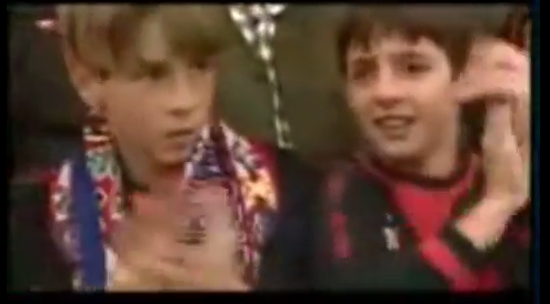 Crazy cool old footage! Fernando Torres, in Atletico Madrid scarf, singing Diego Simeone song