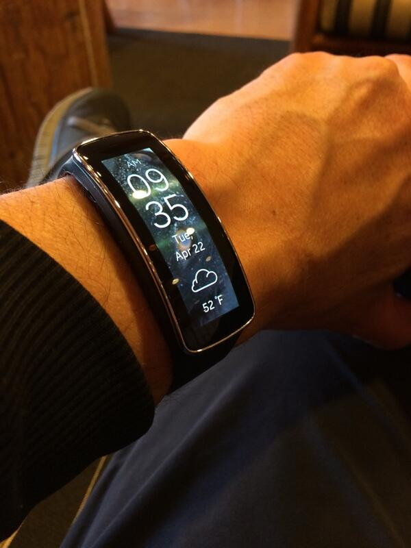 I've used #Samsung Gear for 2 weeks - I can say that aside from a beautiful display, it's useless. #softwarematters http://t.co/DtROQUkN4D
