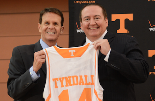 Dave Hart introduces @UTCoachTyndall - http://t.co/Vbk0Qtr9ar