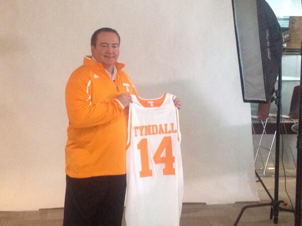 Time for a photo shoot with @UTCoachTyndall http://t.co/J2JxVrtiB0