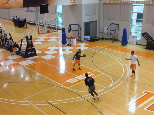 Players are excited about the arrival of @UTCoachTyndall, already getting up shots! http://t.co/Vj63vBWujw