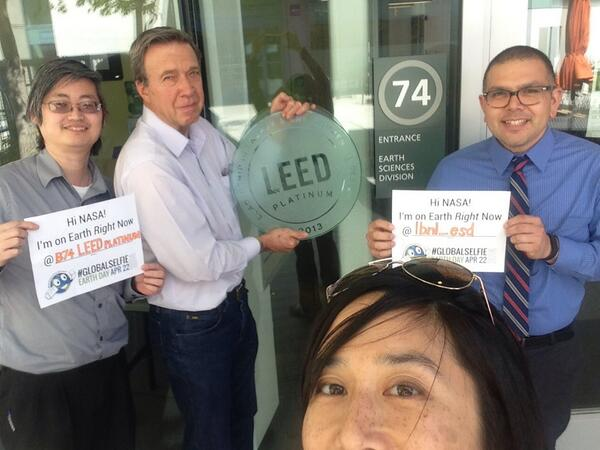 A LEED among us @BerkeleyLab's Bldg 74. Have you found your LEED today with #GlobalSelfie @NASA? http://t.co/Oivf4X3aYj