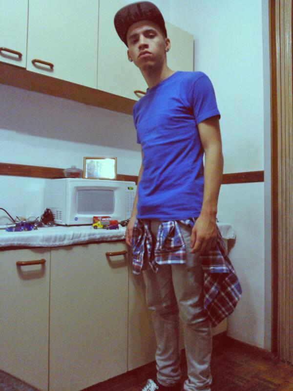 Hay flow my niggaz #Swagg #Blue #Camisuli #SnapBack #AlDope pic.twitter.com/RJCnPIbxo9
