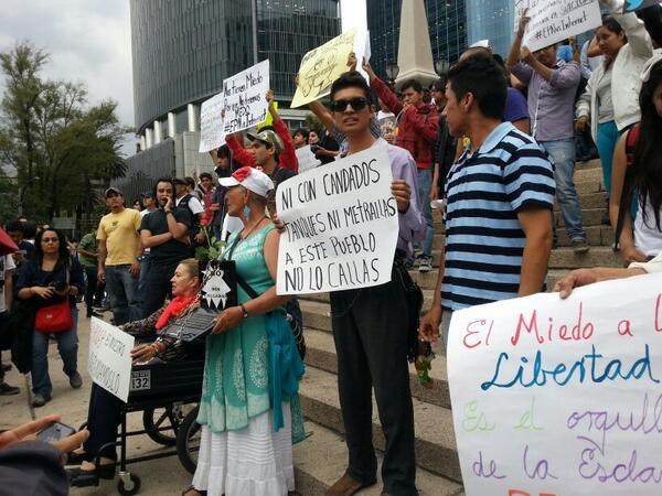 """""""Ni candados, tanques o metrallas a este pueblo no lo callas"""":consignas contra #LeyTelecom #EPNvsInternet http://t.co/63uAXuOH75"""