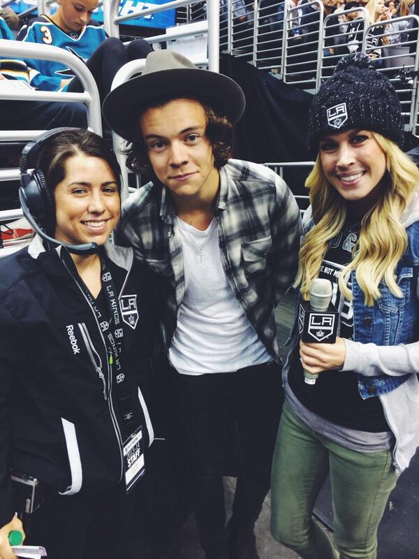 Hey, it's @Harry_Styles first hockey game!! Rooting for the Kings I hope, Harry! ;) http://t.co/YwqxQtzug4