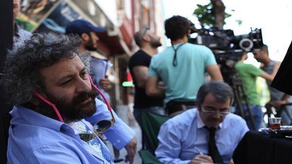 Bu ülkeden iki şey çıkmıyor: Senarist ve kaleci.. Sinema yok olacak. Onur Ünlü röportajımdır: http://t.co/H6WoHTEae8 http://t.co/8KSOcf0SBK