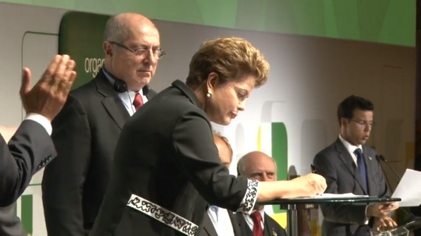 """We all want to protect the Internet as a  democratic space"": @dilmabr http://t.co/mX9ne6fSlV and http://t.co/d4NaDWTf17 #netmundial2014"