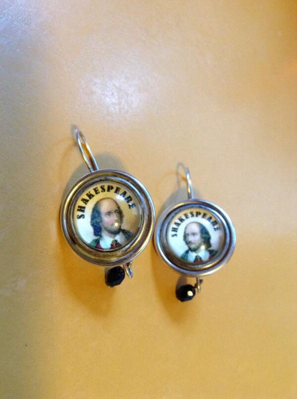 Of course, I #amwearing my Shakespeare earrings. http://t.co/HjJgT7ksIA