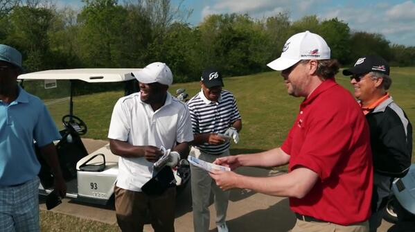 Watch what happened when @KennyPerryGolf surprised golfers w/ a @SouthwestAir golf trip  http://t.co/0xf4rdYQ0l http://t.co/8cYYoUG4Uc