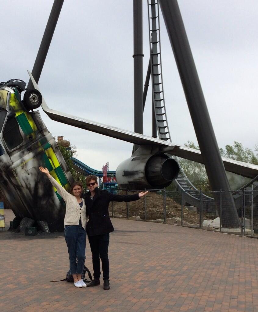 Had a lovely day @THORPEPARK Here is @thefeeling R and I next to Sonny's favourite : Swarm. He took the photo, too. http://t.co/ZeTMEoNu0Q
