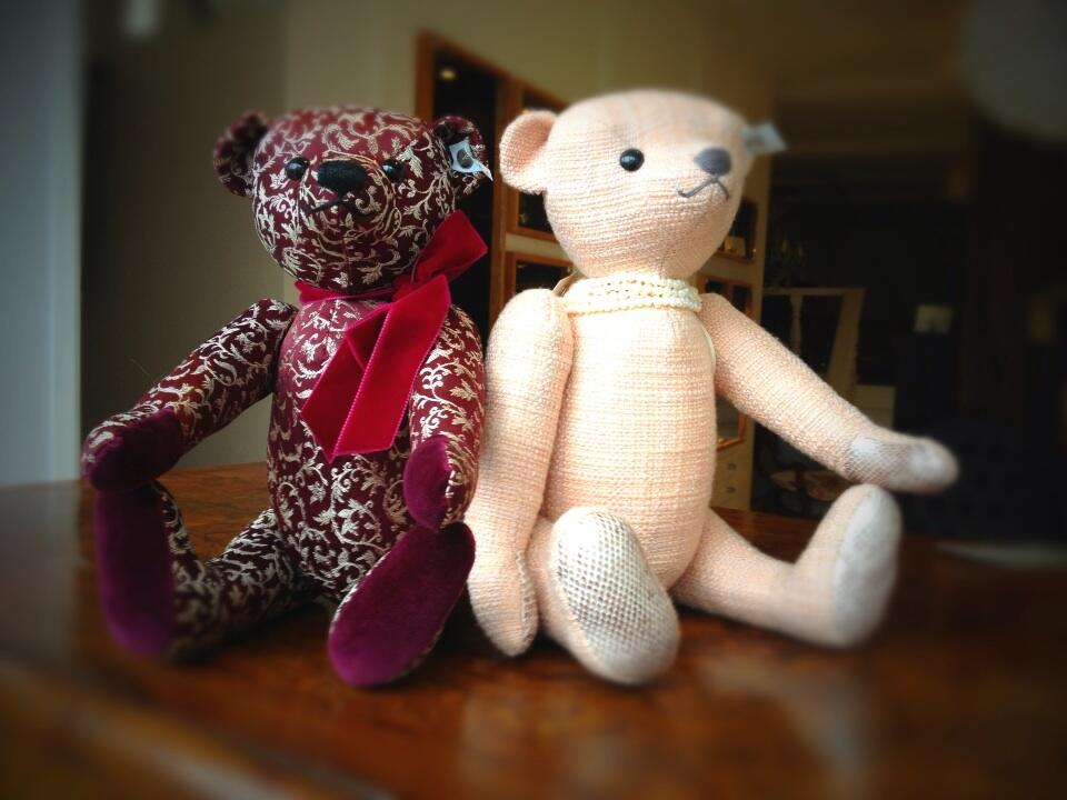Their names r Branson Bear & Victoria Bear but incognito. 1st flight Friday Virgin Gatwick Barbados @aBearsJourney http://t.co/EZWCywavWA