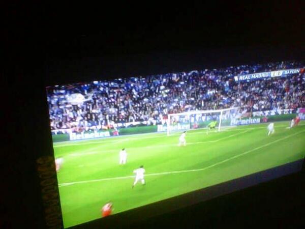 القناة الألمانية تبث الان مباراة ريال مدريد وبايرن ميونيخ على القناة المفتوحة!.. بيان الفيفا طلع خرطي.. http://t.co/SMYJUGjrxf