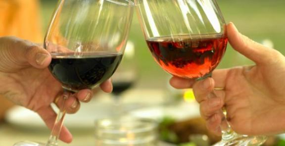 Is red wine truly good for you? Find out on @KitchenDaily: http://t.co/CWSHGZAd5y http://t.co/NzFbN8E4IJ