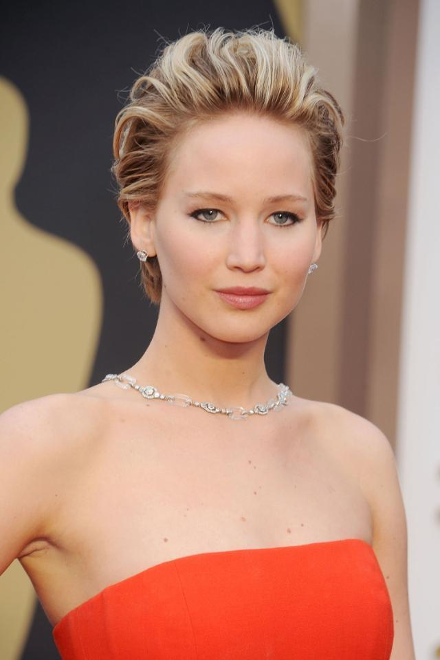 Jennifer Lawrence has grown her crop into a short bob and it's SUPER chic. See it here: http://t.co/LSeHn2FnQH http://t.co/JbmbEpkPte