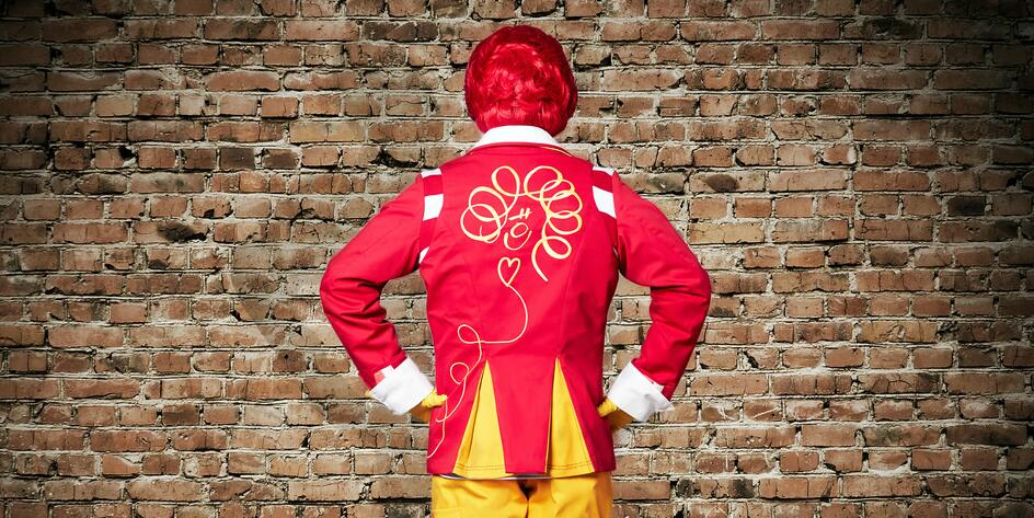 Check out Ronald McDonald's  two new looks http://t.co/hzN1tZuoWl http://t.co/AMpKvTUYs4