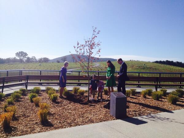 The Royal couple planting an oak tree at the #nationalarboretum #canberra http://t.co/77Zw1nlESr