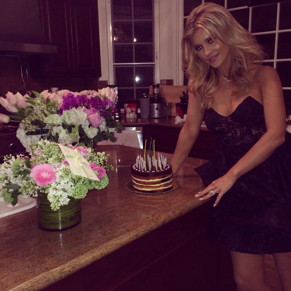 Thank u to my amazing family and husband for an amazing birthday  marta_krupa @romain_zago @marcoandretti @petalsLA http://t.co/Oi24RPTBT8
