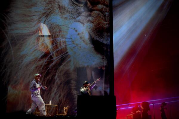 #Coachella2014 @Outkast began their show in a box http://t.co/UFX214aVow http://t.co/KtFytTWVVQ