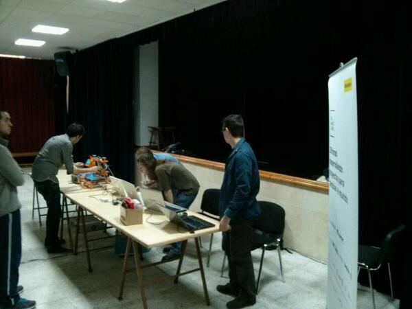 La Fuerza Expedicionaria del HackLab Almería instalándose en la Abla Lan Party http://t.co/l5mlq1avJK