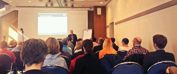 Die Lift-Faustregel: Man muss den Plot einer guten Story in 30 sek erklären können! @J_Zum_Winkel #selfpublishingday http://t.co/ML3wbm0vCC