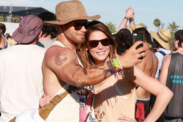 UPDATED Ashley Greene & Kellan Lutz at #Coachella2014 (April, 10/11)   http://t.co/wwi4ZrMuK8 http://t.co/KJbIT6uA7R