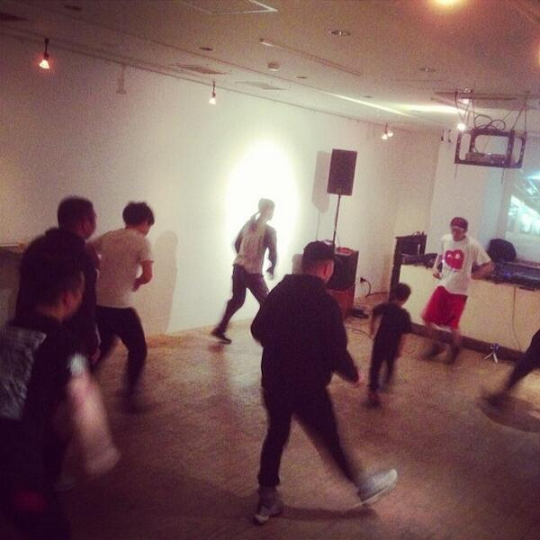 Practicing Juke footwork dance at Liquid Room, Ebisu. There's a competition for footwork dancers called Battle Tr... http://t.co/4BnR2bExyJ